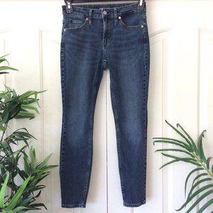 Calvin Klein 28 MidRise Skinny Jeans